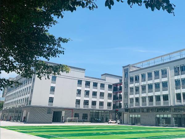 深圳市滨海高级中学铁艺围栏、护栏、楼梯护手场景鉴赏
