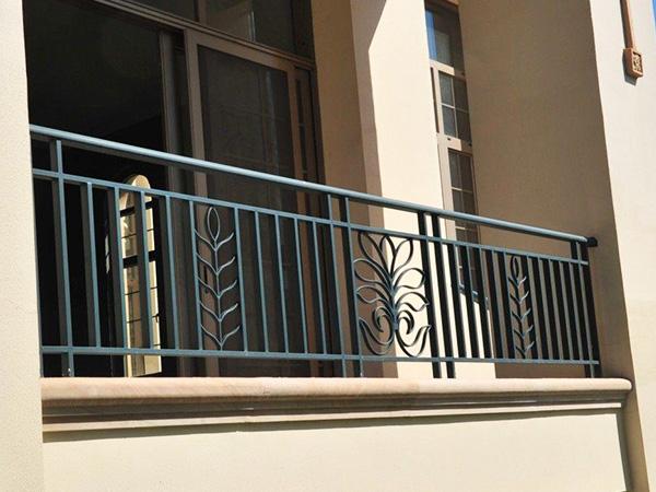 帝景园介绍铁艺护栏生产时的质量控制