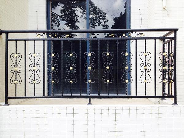 帝景园铁艺护栏的保养方法